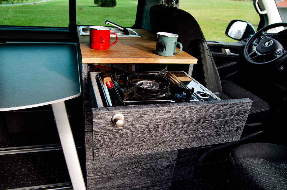 Küche in VW Bus Kocher